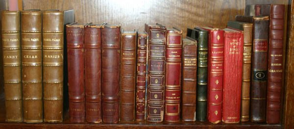 2028: 32 volumes in leather