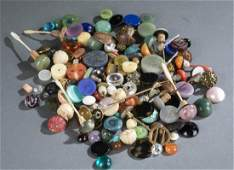 Assorted snuff bottle stoppers  cabochons