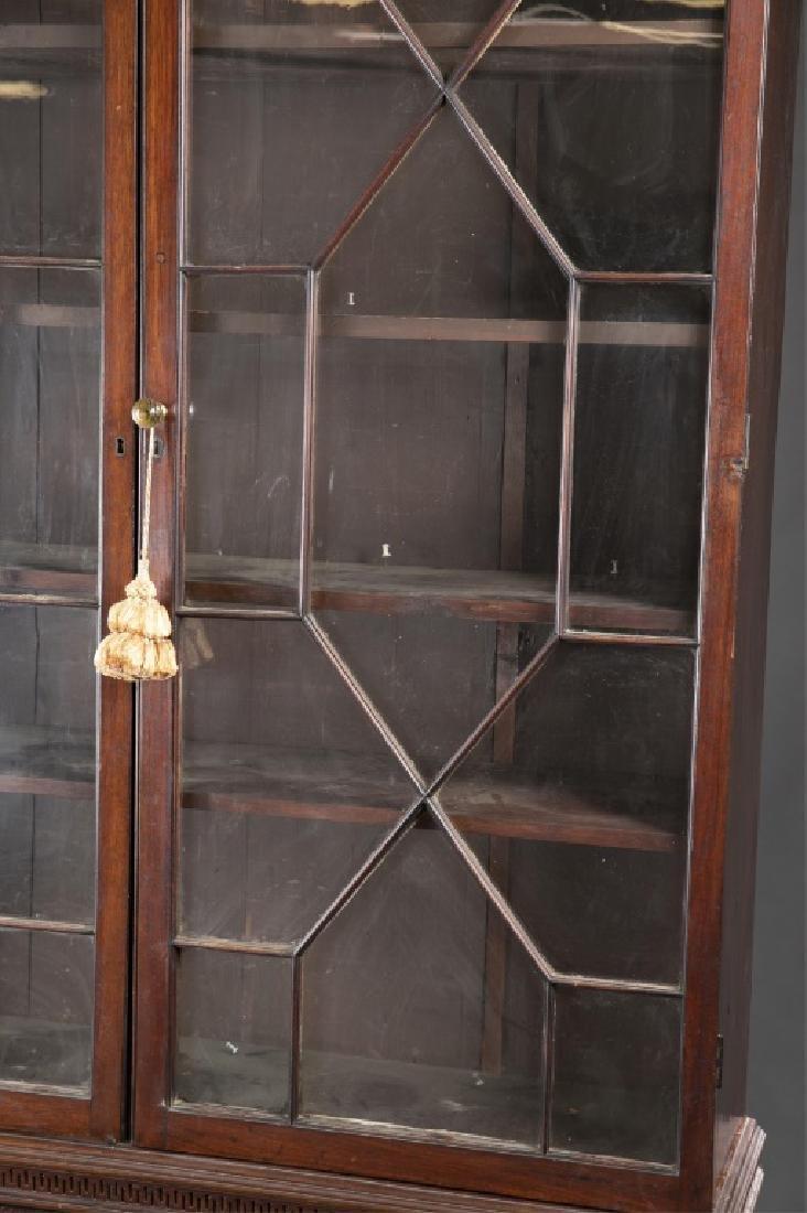 Federal Mahogany Glazed Door Bookcase. - 3