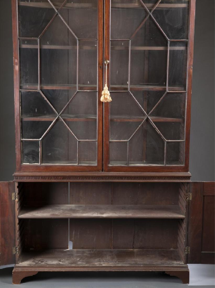 Federal Mahogany Glazed Door Bookcase. - 4