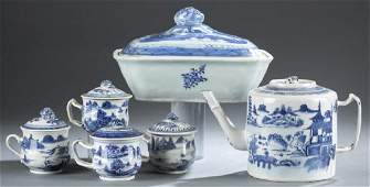 6 Chinese export blue and white porcelain pieces.