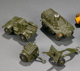 2010: 5 Dinky Toy Army Vehicles