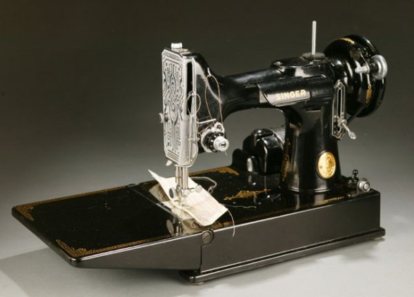 1031: Singer featherweight sewing machine with case.