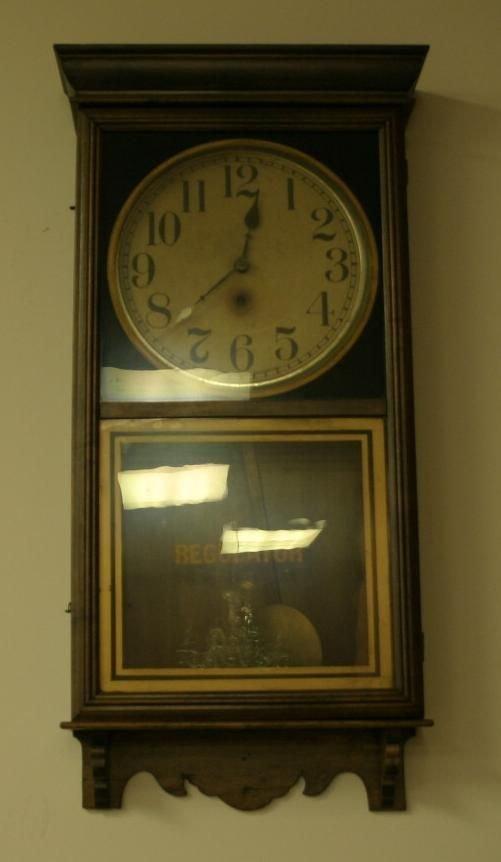 21: Regulator wall clock, with heavy cast metal pendu