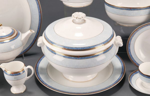 32: 93 Pieces Wedgwood Valencia China Dinnerware - 3