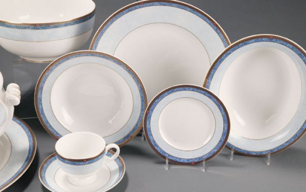 32: 93 Pieces Wedgwood Valencia China Dinnerware - 4