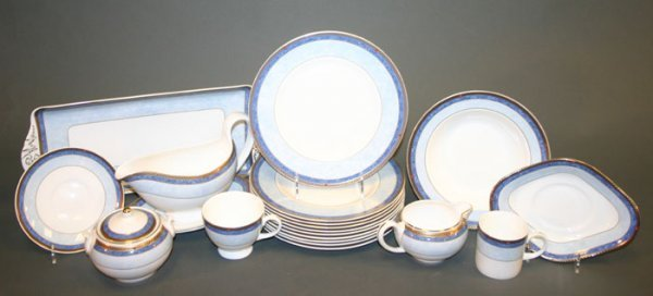 32: 93 Pieces Wedgwood Valencia China Dinnerware - 7