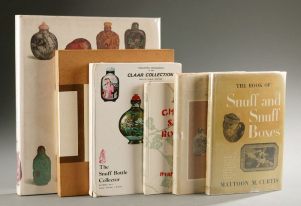 1007: 6 books on Chinese snuff bottles (1935-1980).