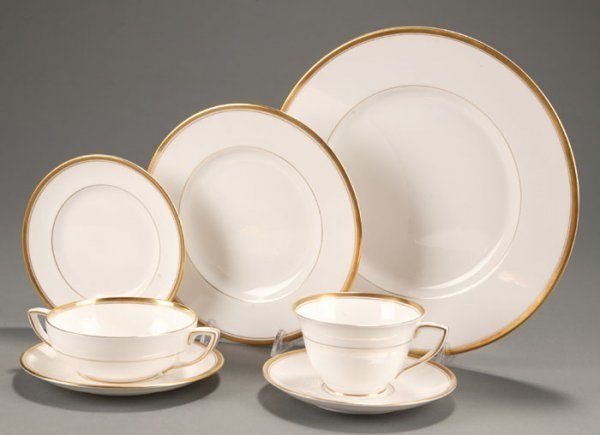 186: Royal Worcester Viceroy China Service for 8