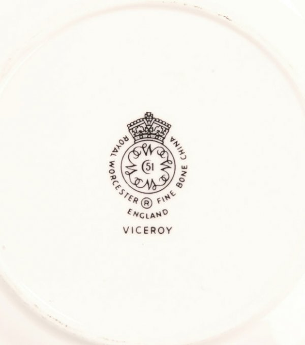 186: Royal Worcester Viceroy China Service for 8 - 2