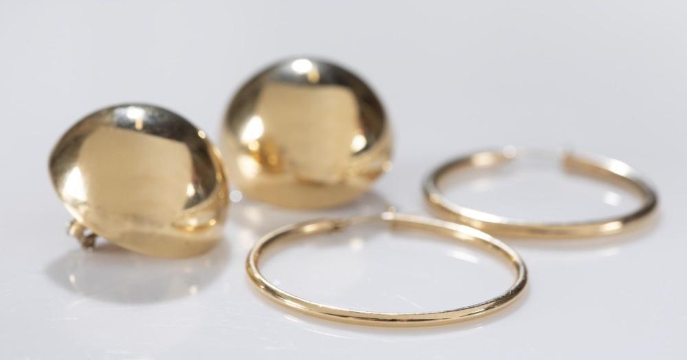 2 Pairs 14k gold earrings.