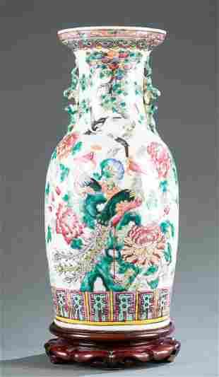 Chinese famille rose porcelain vase, 19th/ 20th c.