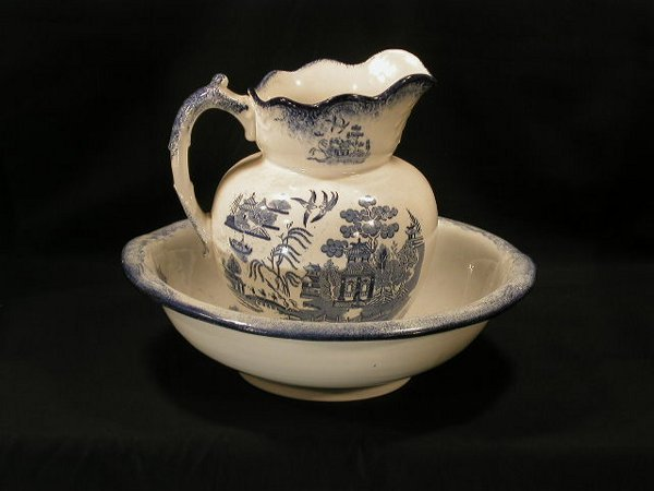 004: Blue Willow stoneware pitcher & basin