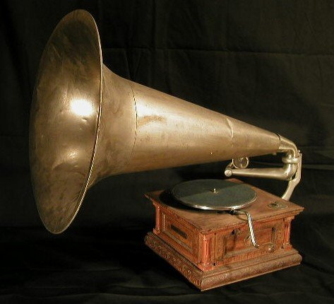 006: Gramophone with tin horn by German Gramo