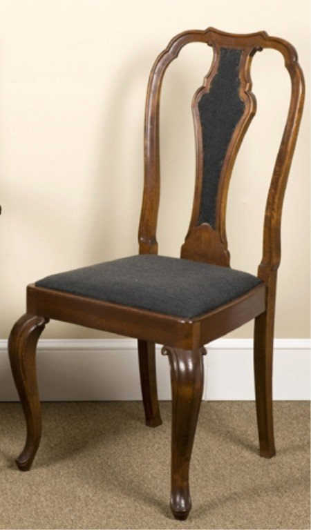 10: Group of 8 Queen Anne style dining chairs.