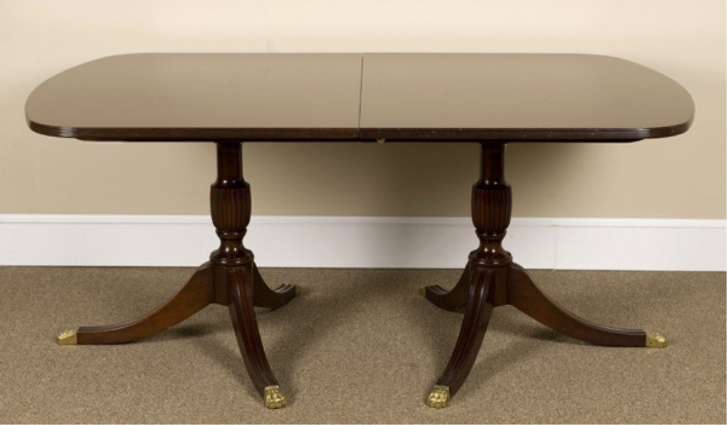 18: Kittinger Richmond Collection Federal Style Table.