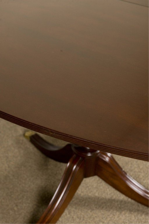 18: Kittinger Richmond Collection Federal Style Table. - 2