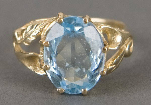 85: Gold and blue topaz ring