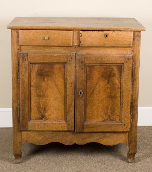 38A: Late 19th/early 20C pine cabinet.