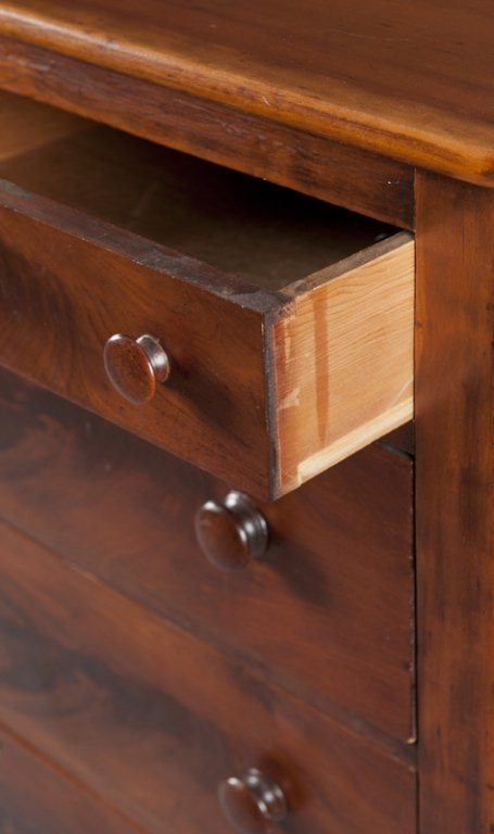 4: Federal style  5 drawer mahogany dresser. - 2