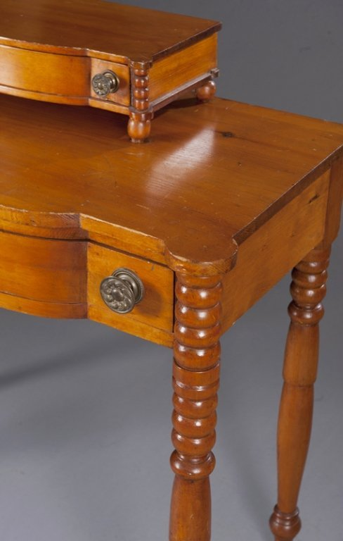 7: American Federal Pine Dressing Table. - 2
