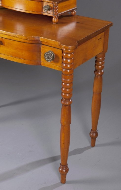 7: American Federal Pine Dressing Table. - 3