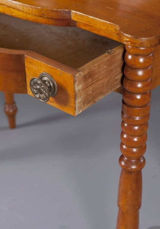 7: American Federal Pine Dressing Table. - 5