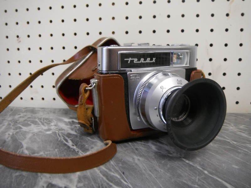 1: Vintage German Zeiss Ikon Tenax camera w/ case.