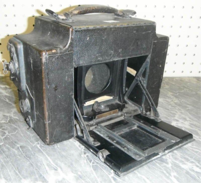 2: 8 A Graflex in original case.