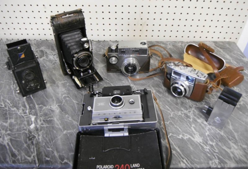 6: Lot of vintage cameras incl. Zeiss, Argus & more.