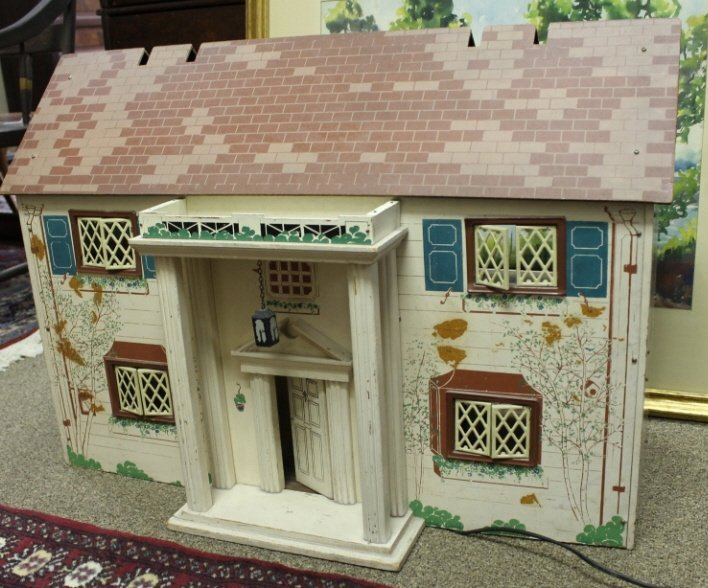 2002: Colonial style electrified doll house w/ furnitur