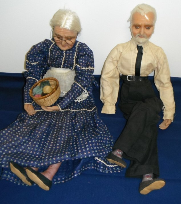2008: 2 wax dolls of old man and woman couple.