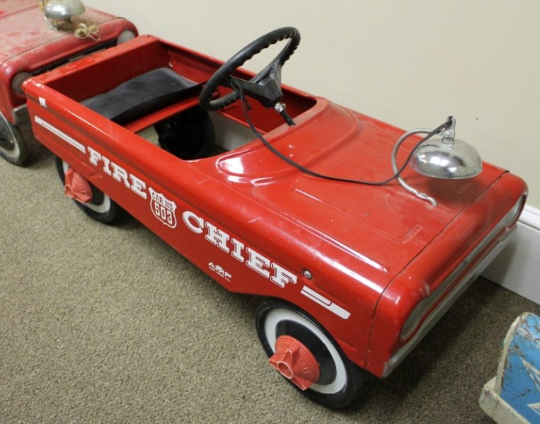 2078: AMF 503 Fire Chief red pedal car.