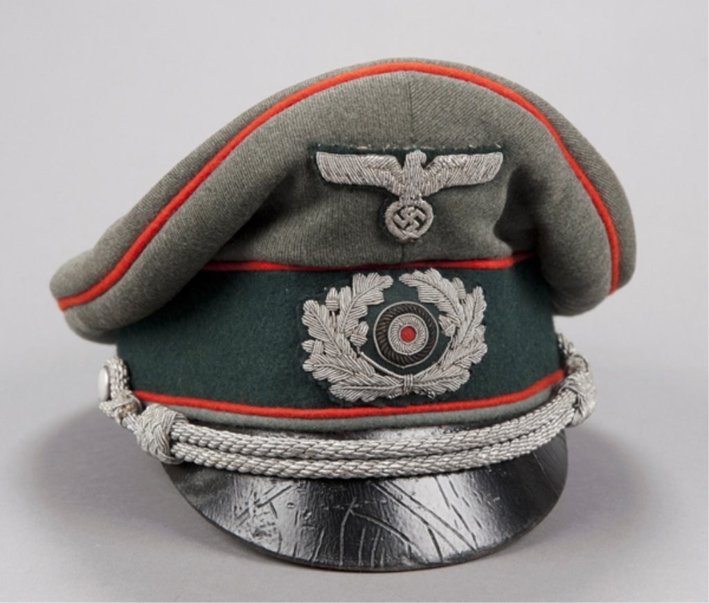 81: German WWII Army Artillery peaked officers cap. Arm
