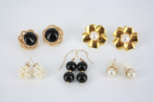18: Group of earring sets.