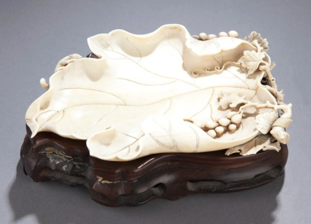 485: Chinese carved ivory leaf dish, 19th century.