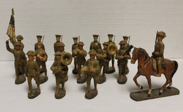 Group of 17 Elastolin composition parade soldiers. Incl