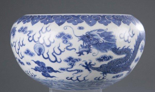Chinese low bowl, Qianlong mark, dragons