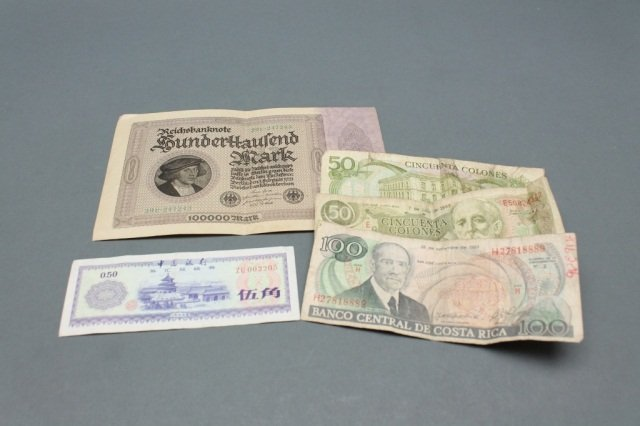 Lot of Chinese, other foreign paper currency