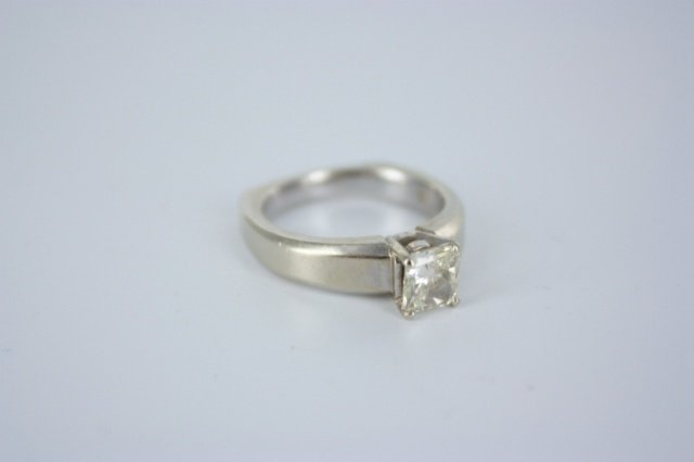 1.02 radiant solitaire diamond and 18kt gold ring