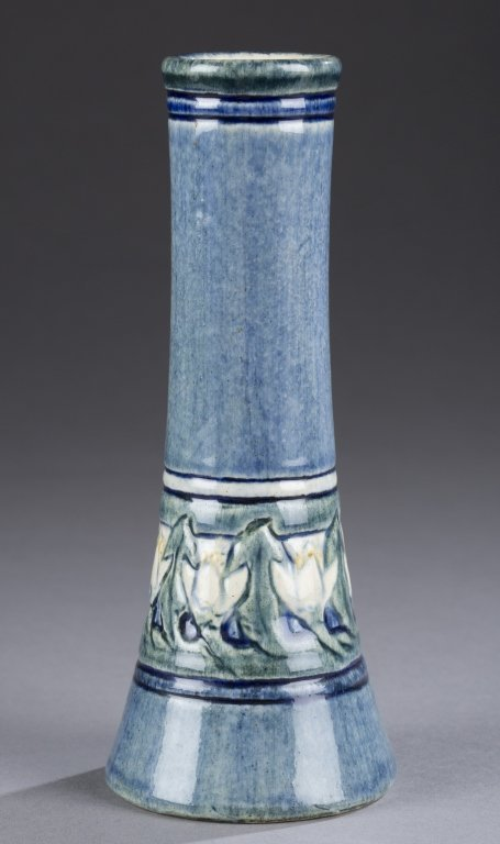 A Newcomb College bud vase, decorator Marie De Hoa