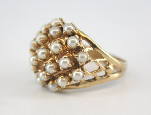 Cluster pearl and gold ring.