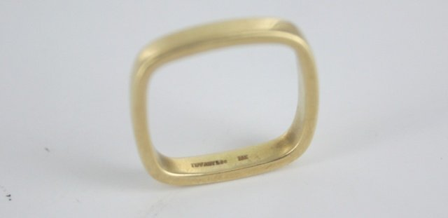 One tiffany & co 18kt gold mens square ring. - 2