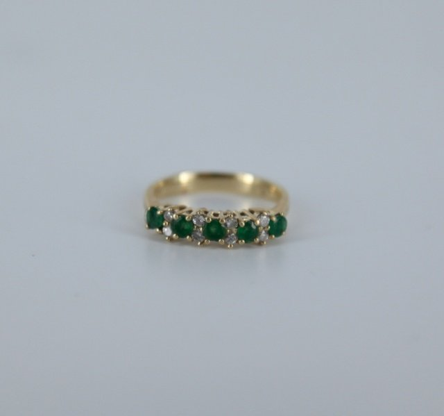 .40ct emerald and 0.08ct diamond yellow gold ring