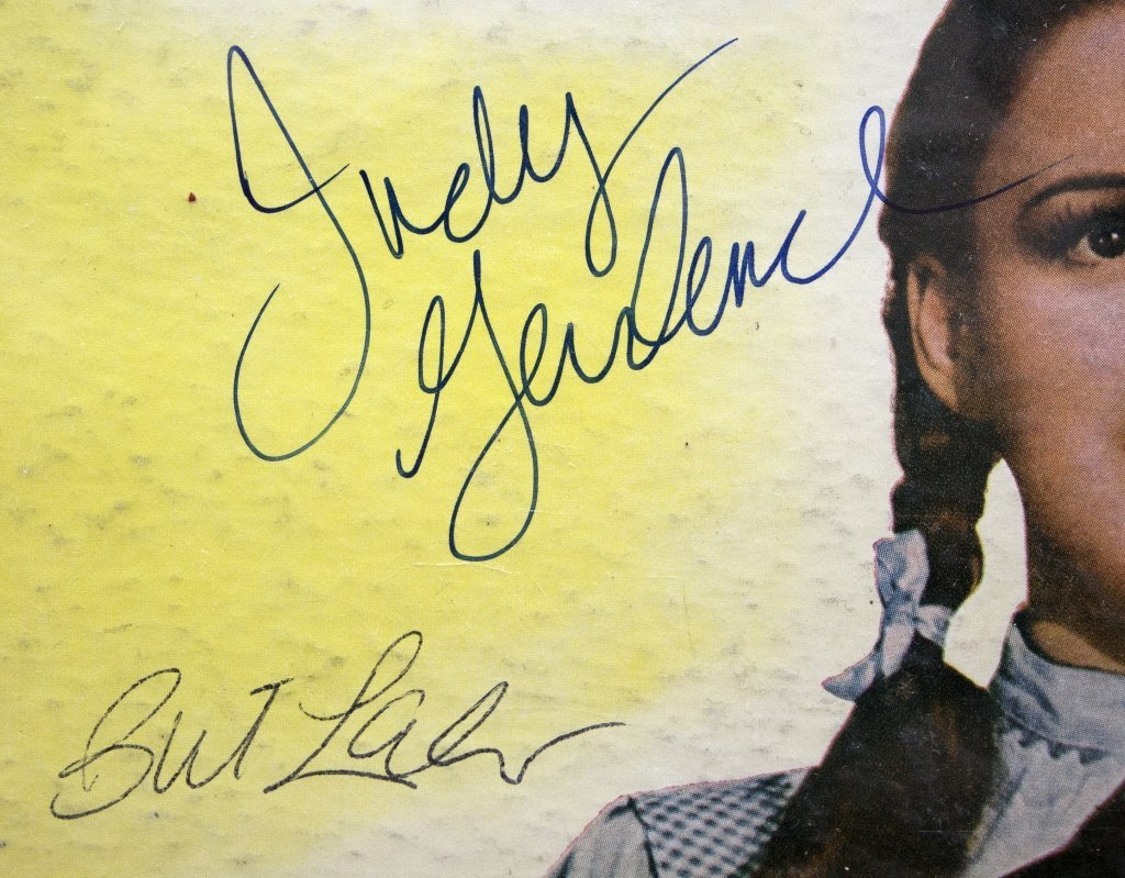 Signed by 6 actors: THE WIZARD OF OZ record album - 2