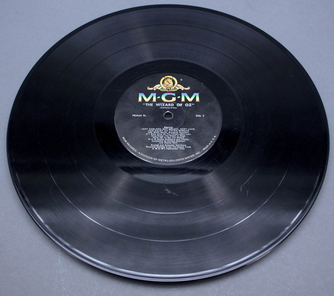 Signed by 6 actors: THE WIZARD OF OZ record album - 7