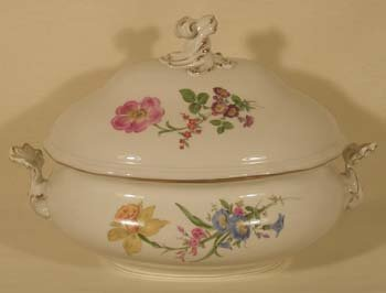 010A: Meissen oval soup tureen with lid
