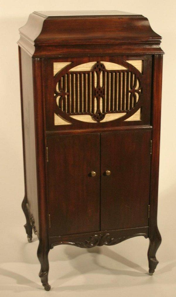 014: Early 20th century Brunswick phonograph in mahogan