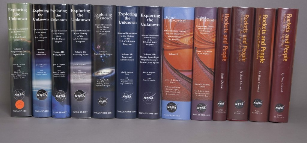 NASA HISTORICAL DATA BOOK. 7 Vols. 1988-2000.