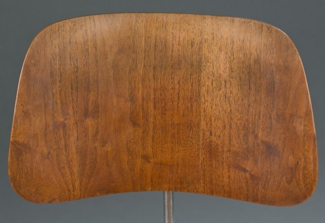 Eames DCM chair for Herman Miller. - 3